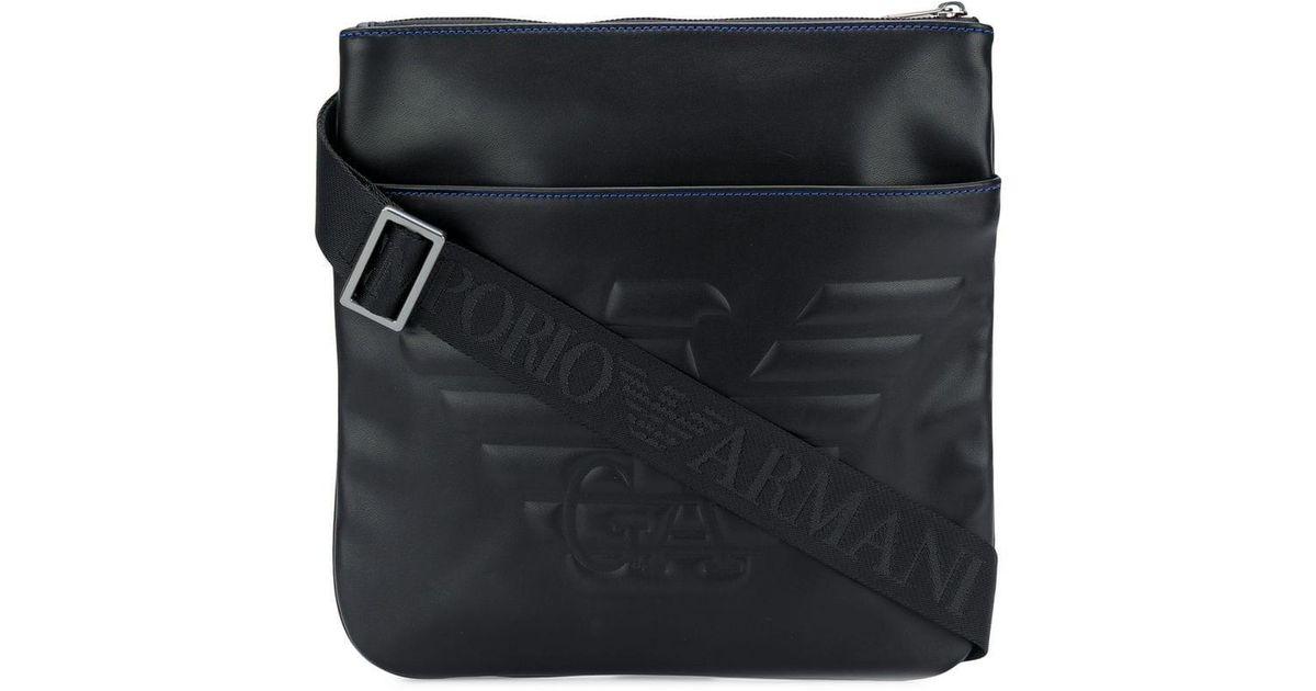 a3a94154e Bolso messenger con logo en relieve Emporio Armani de hombre de color Negro  - Lyst