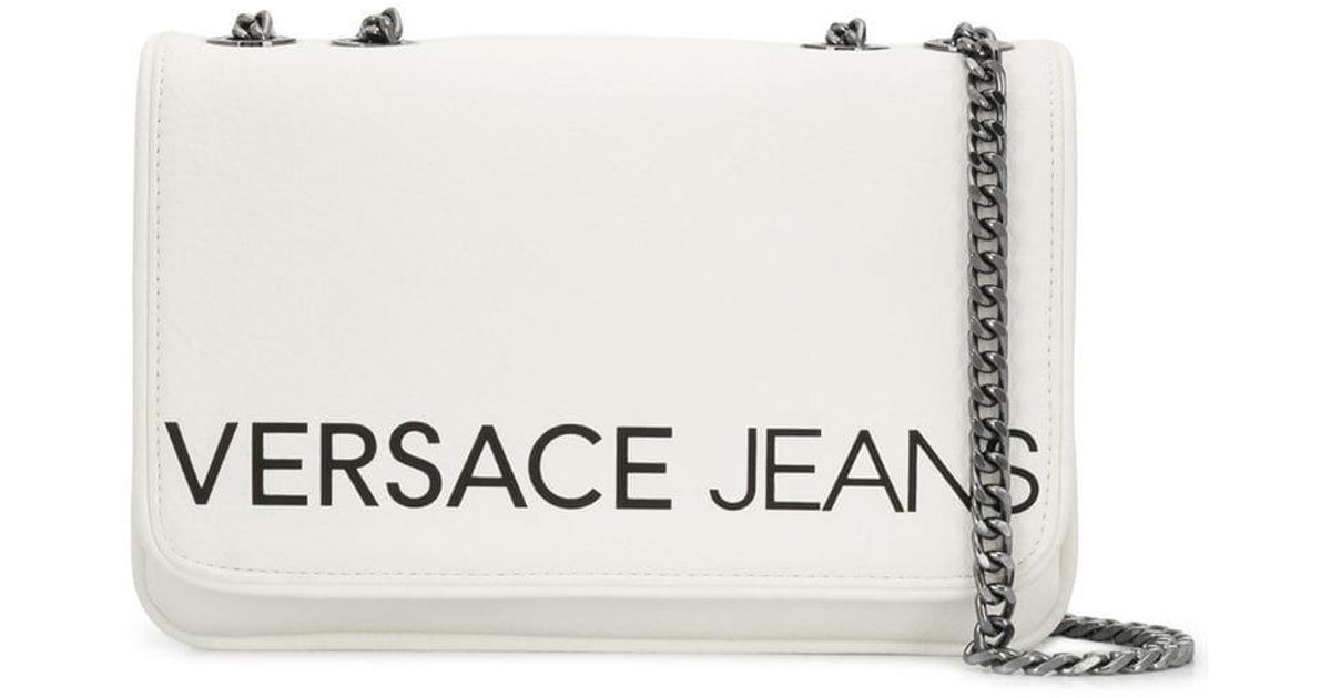 Jeans Versace En À Sac Coloris Logo Lyst Épaule Porté Blanc wxRYOqCZ