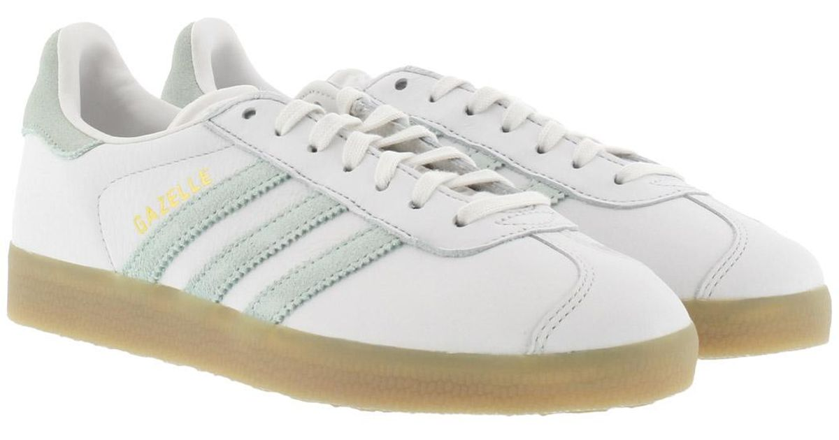 sports shoes 40e45 4252d adidas Originals Gazelle W Sneaker Vintage White  Vapour Green  Gum in  White - Lyst
