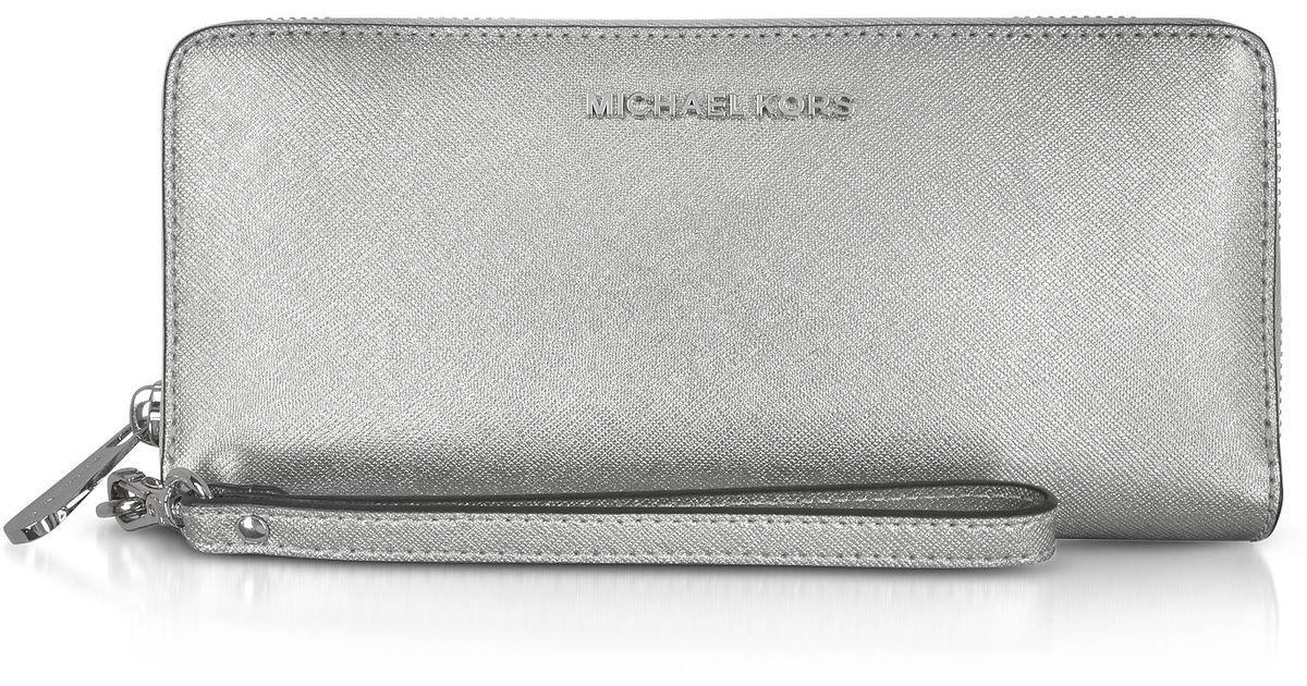 5c9e37eca4b0 Lyst - Michael Kors Jet Set Travel Large Silver Metallic Leather  Continental Wallet in Metallic