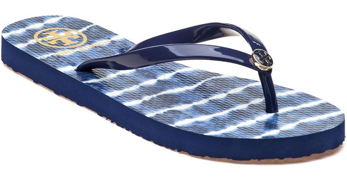 126dce407 Lyst - Tory Burch Classic Flip-flop Navy Sea ziggy Rubber in Blue