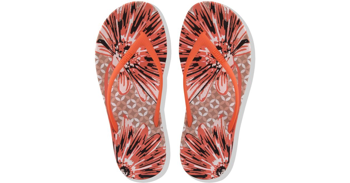 169d80ecf9bb11 John Lewis Fitflop Iqushion Daisy Print Flip Flops in Red - Lyst