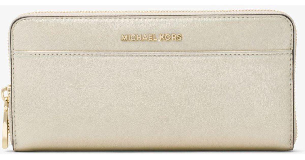 48d774185ab7 Michael Kors Jet Set Iridescent Leather Continental Wallet in Metallic -  Lyst