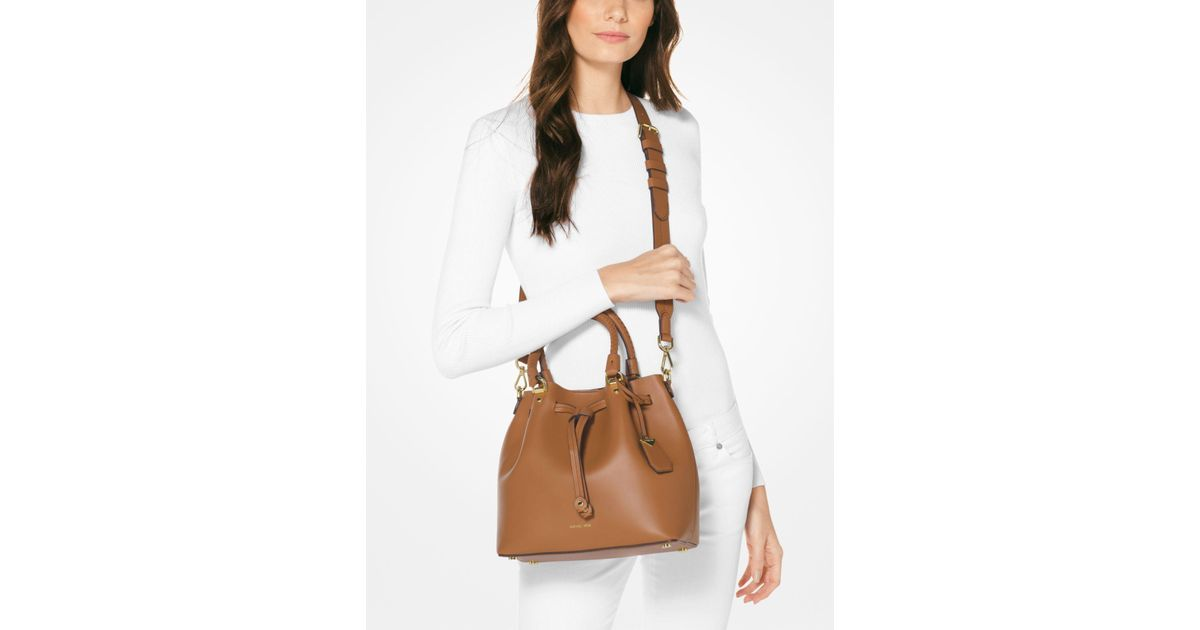 d3cb08769dfe Michael Kors Blakely Leather Bucket Bag in Brown - Lyst