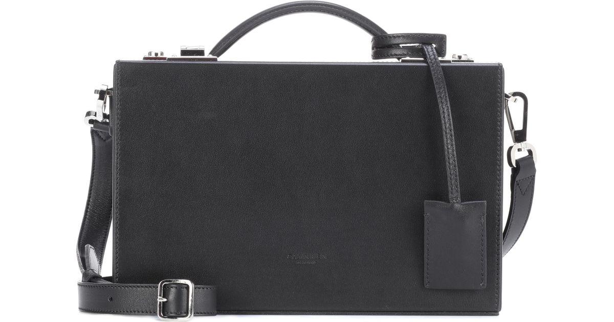 84b6bf9ecf Lyst - Sac cross-body en cuir Calvin Klein en coloris Noir
