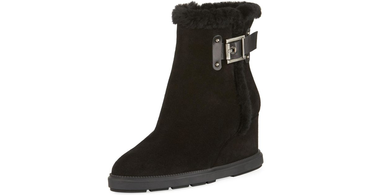 c4ea9215ac861 Aquatalia Caitlyn Fur-trim Wedge Boot in Black - Lyst