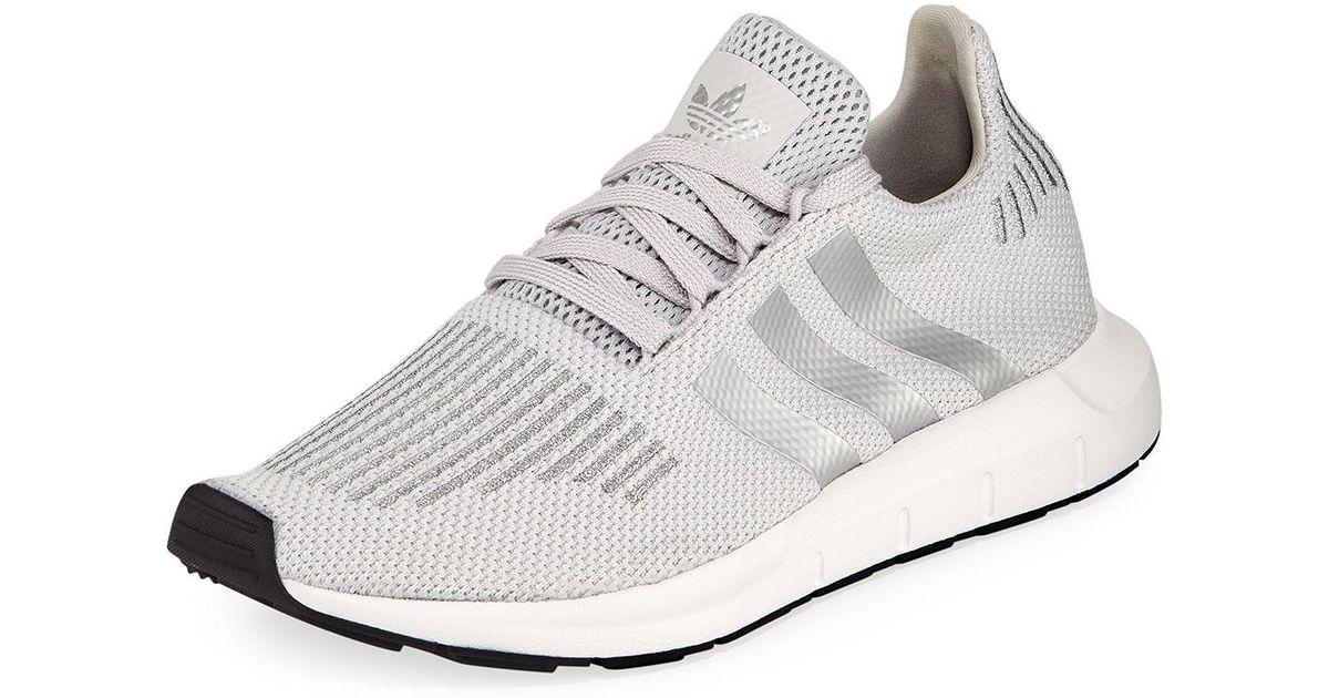 lyst adidas swift run trainer scarpe da ginnastica in grigio.