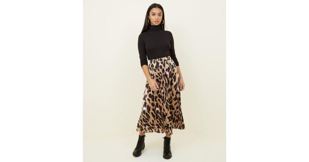 65e6a5c603 New Look Petite Leopard Print Pleated Satin Midi Skirt - Lyst