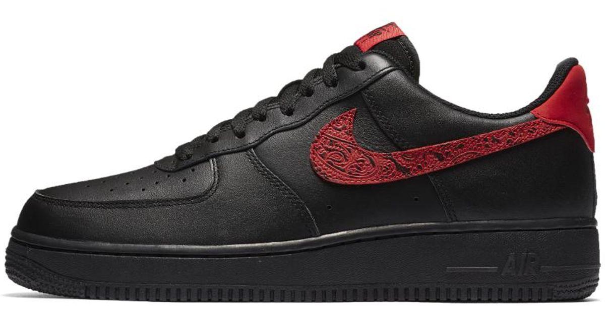 lyst nike air force 1 '07 basso floreale delle scarpe maschili in nero per gli uomini.