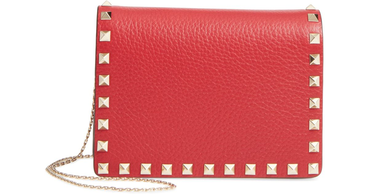 fac79c3dc89 Lyst - Valentino Rockstud Leather Pouch Wallet On A Chain - in Red