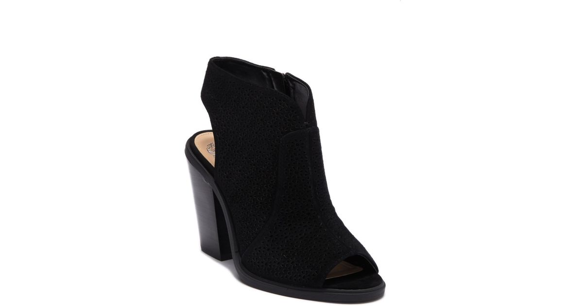 88ecd60f071 Lyst - Vince Camuto Klova Block Heel Sandal in Black