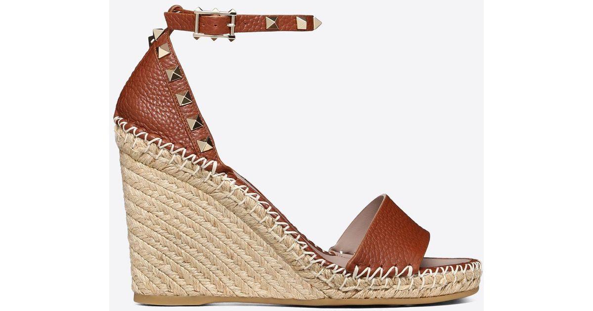 75aae8df23425 Valentino Grain Calfskin Leather Rockstud Double Wedge Sandal 95mm in Brown  - Lyst