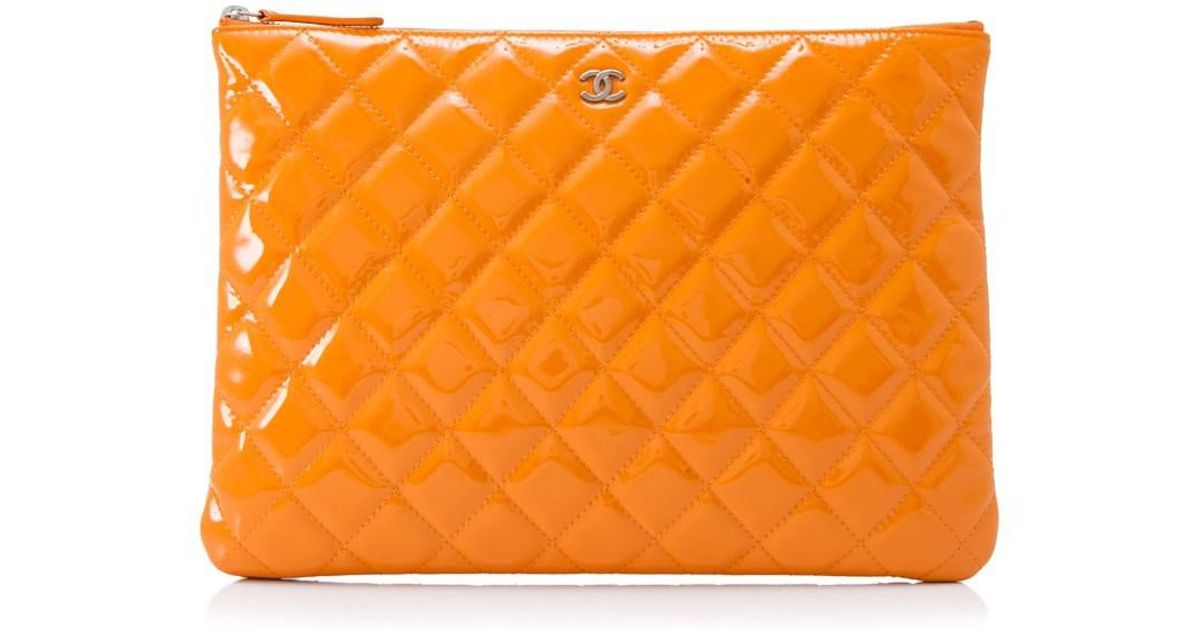 4482588028 Chanel Pre-owned Quilted Patent Leather Zip Pouch in Orange - Lyst