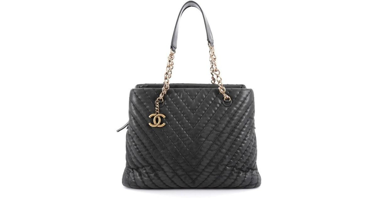614f5a89159010 Chanel Surpique Cc Charm Tote Chevron Iridescent Calfskin Large in Black -  Lyst