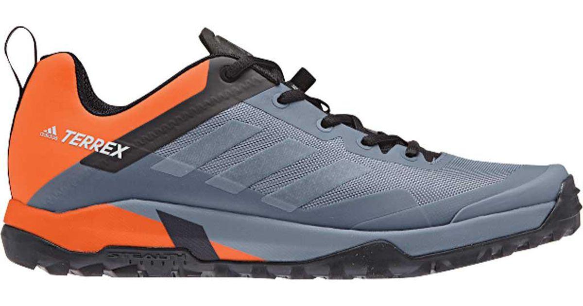 lyst adidas terrex tracce croce sl moto scarpa in grigio per gli uomini.