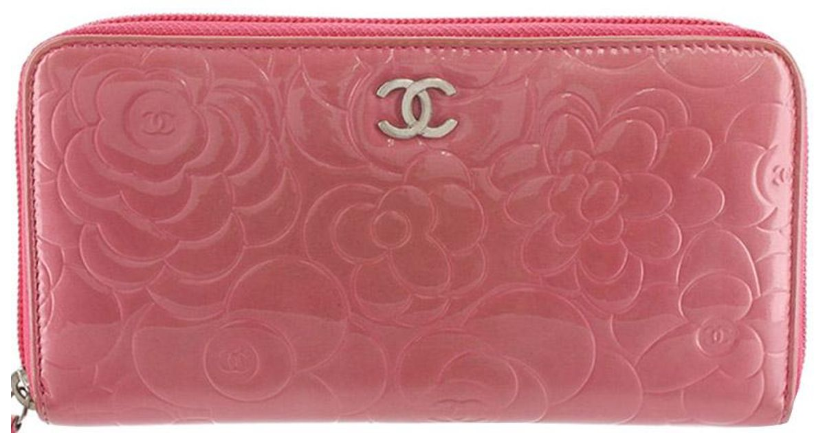 5b4e1c35d8bc Chanel Pink Camellia Embossed Patent Leather Zip Around Wallet in Pink -  Lyst