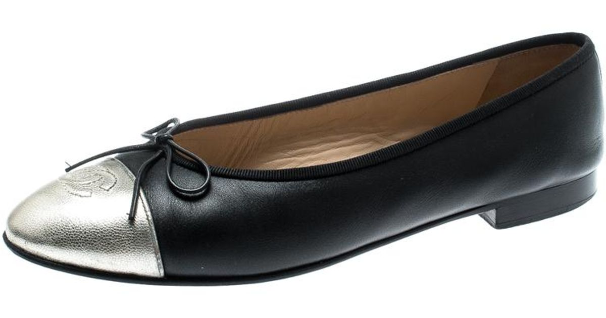 a9327b5f8735c Chanel Black Leather With Metallic Silver Cc Cap Toe Bow Ballet Flats Size  40 in Black - Lyst