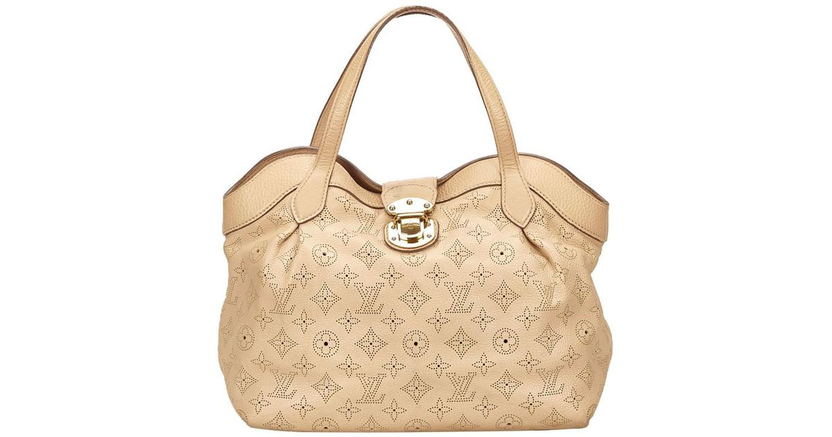 Lyst - Louis Vuitton Coquill Mahina Leather Cirrus Pm Bag in Natural 3f39319163d88
