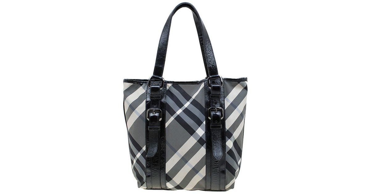 c0ea297d5 Burberry Beat Check Nylon Lowry Tote in Black - Lyst