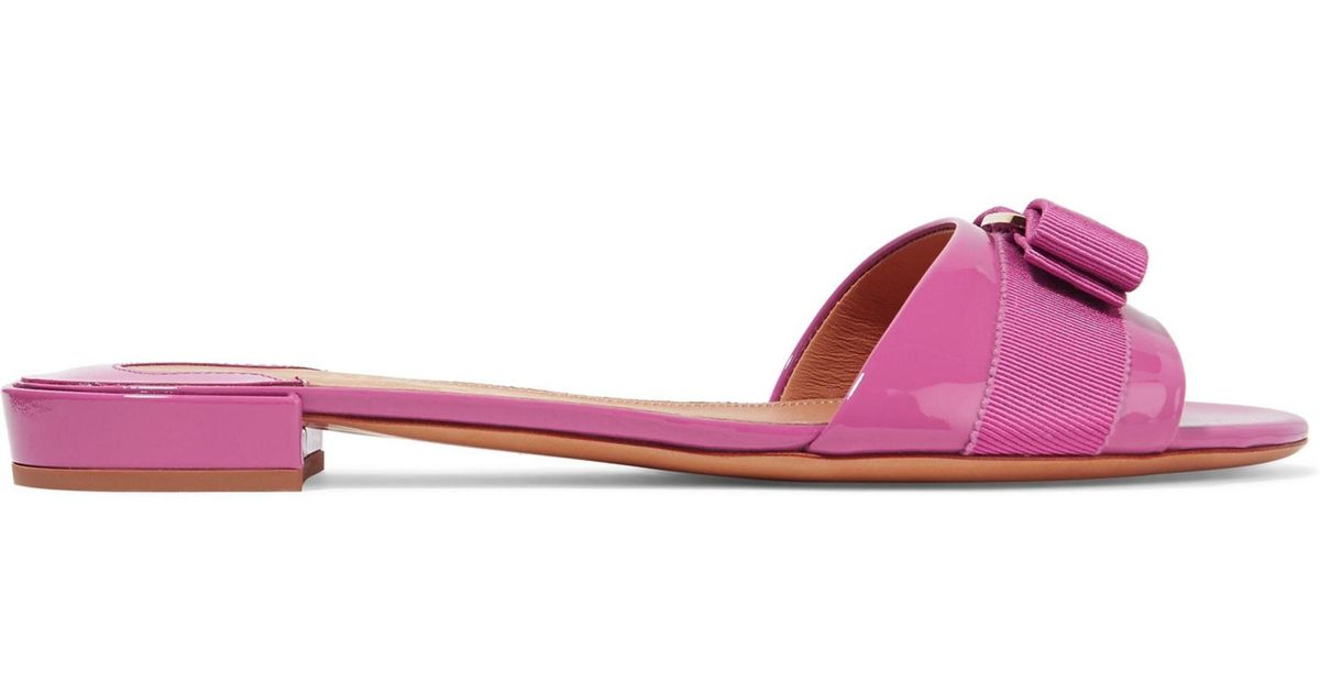 b1f8c2043d5 Lyst - Ferragamo Gil Bow-embellished Patent-leather Slides in Pink
