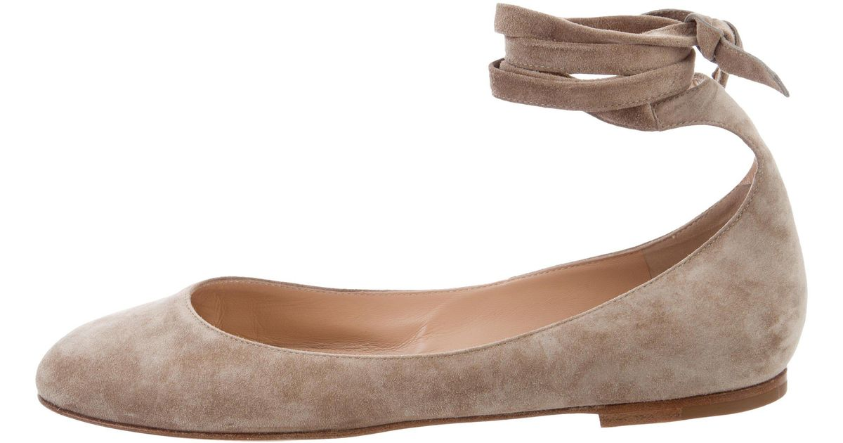 Gianvito Rossi Odette Velvet Flats w/ Tags release dates for sale outlet classic 2015 cheap price buy cheap clearance store cheap for nice 8rmDshrEz