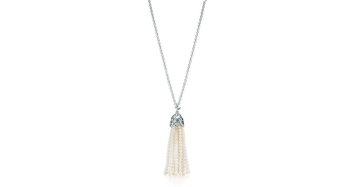 b6bb961b1 Tiffany & Co. Olive Leaf Pearl Tassel Necklace in Green - Lyst