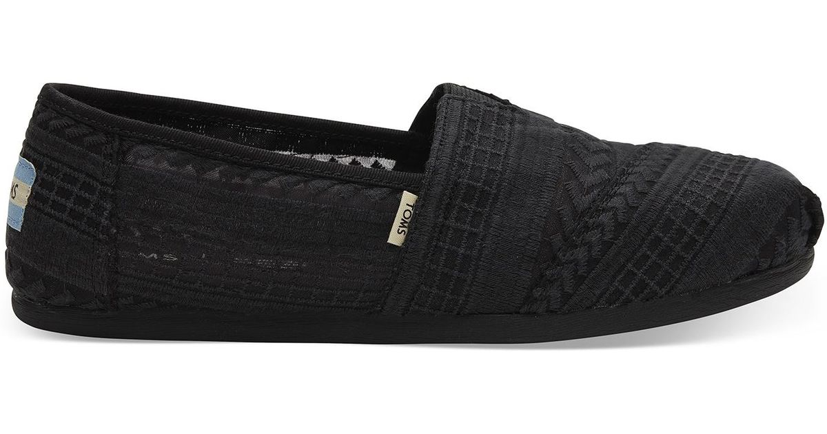 1f81e5c2611 Lyst - TOMS Black Arrow Embroidered Mesh Women s Classics in Black - Save  10%