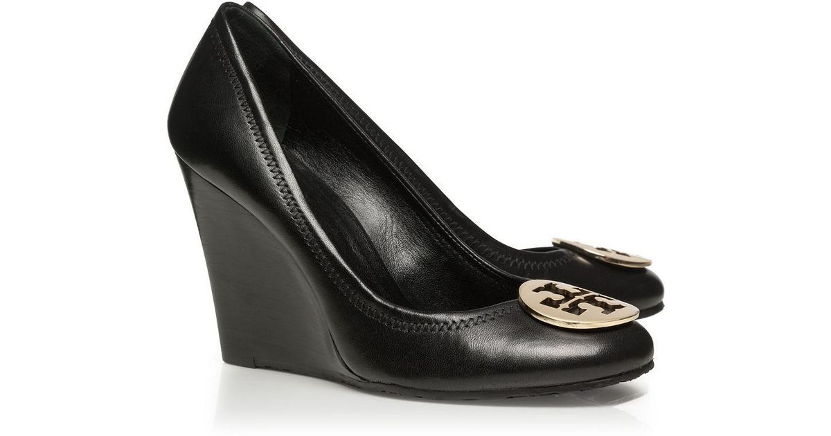 66178e94942cb Tory Burch Sophie Wedge in Black - Lyst