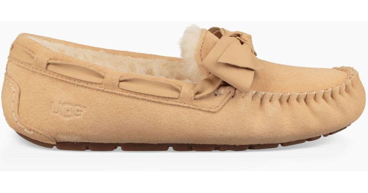 5e94afa53 UGG Women's Dakota Leather Bow Slipper in Natural - Lyst