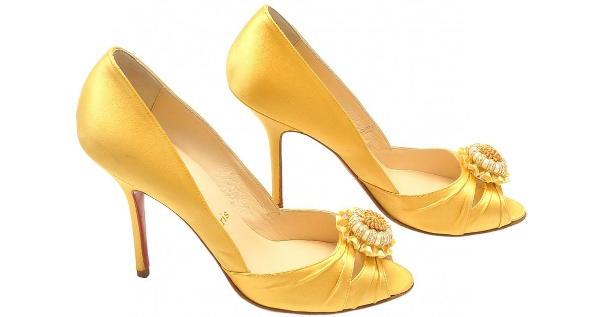 size 40 b92d3 c3f5b Christian Louboutin Yellow Pre-owned Heels