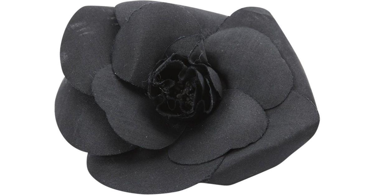 Lyst - Broche Camélia Chanel en coloris Noir 780330a5c61