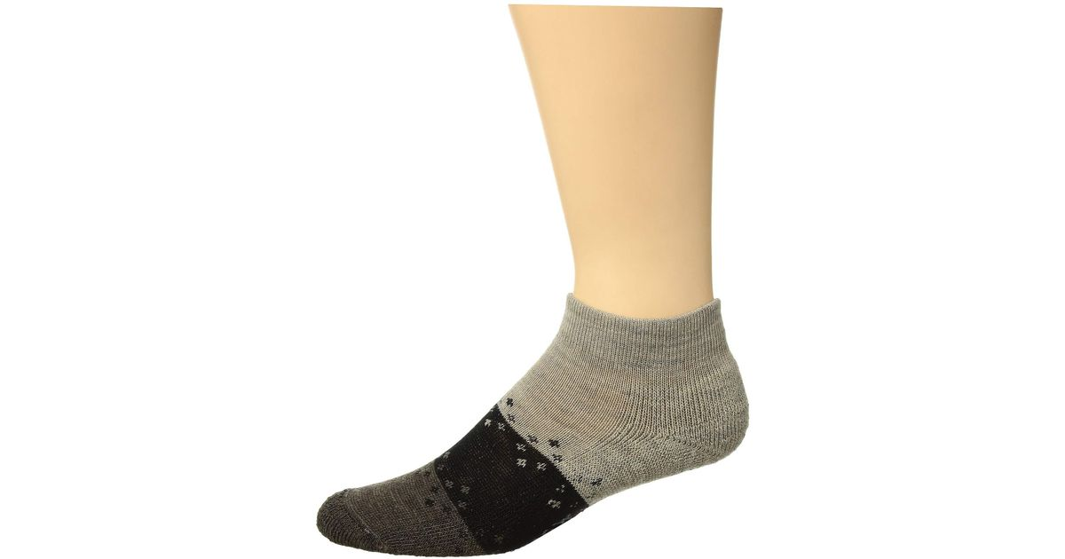 what color socks with brown shoes and khakis