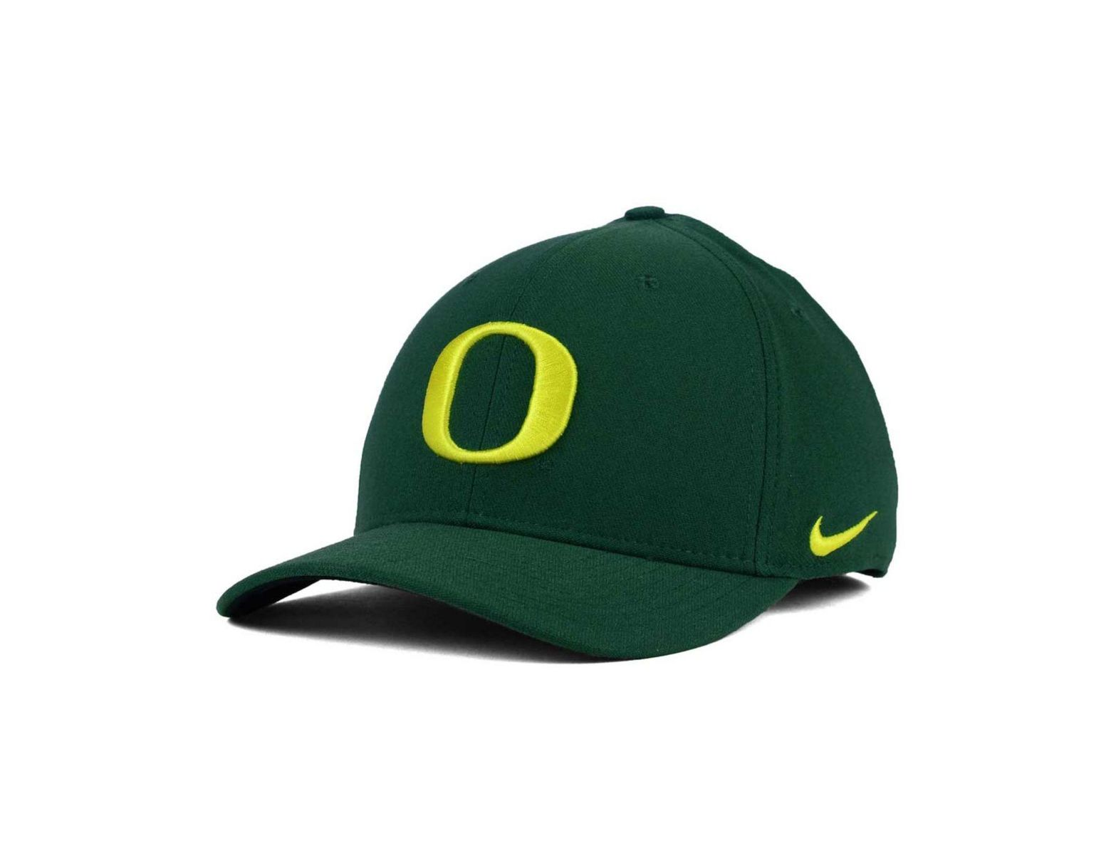 sports shoes 44599 6ad08 Nike Oregon Ducks Aerobill True Fitted Baseball Cap in Green for Men - Save  29% - Lyst