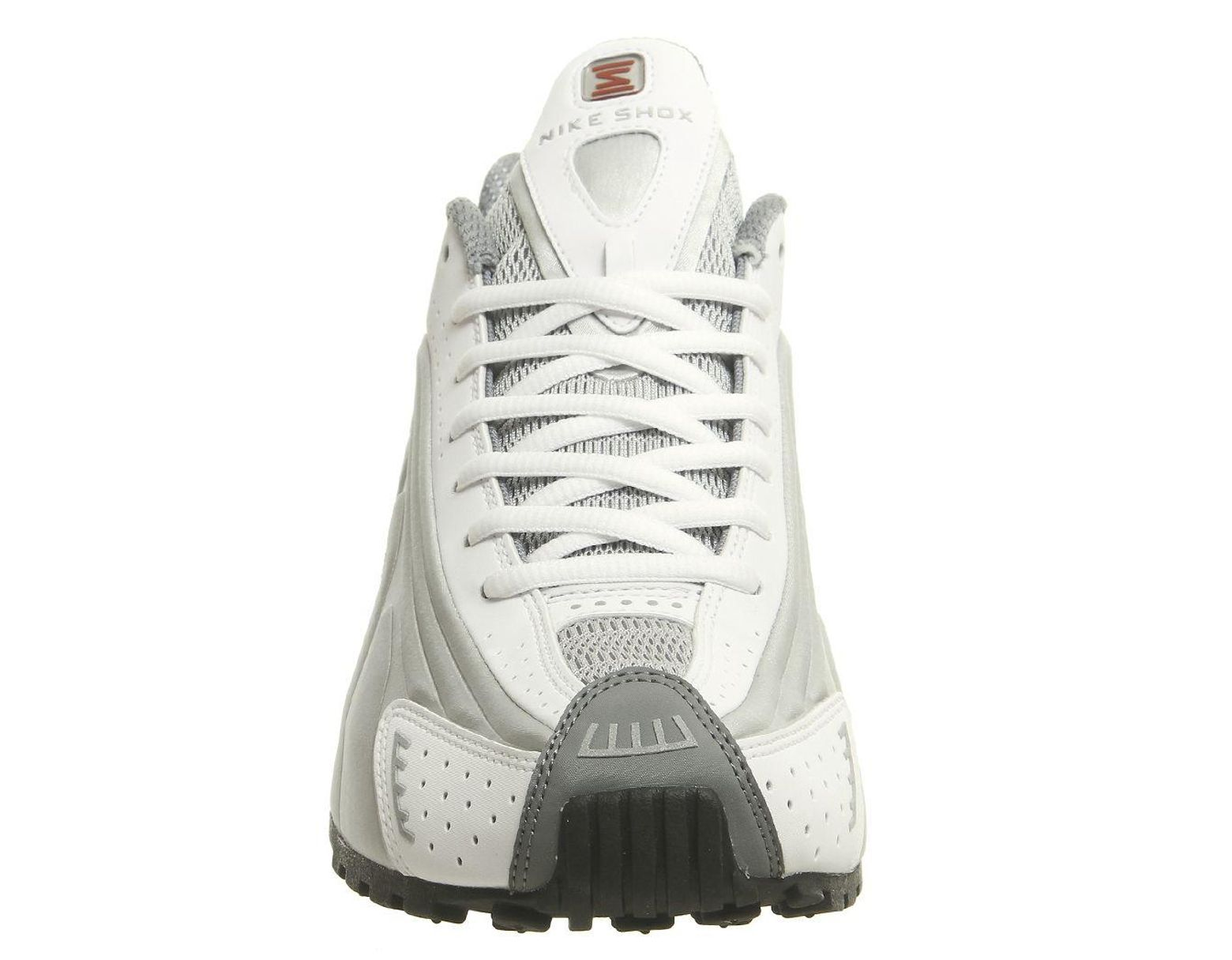 meet cace8 53b26 Nike Shox R4 Trainers in Metallic for Men - Lyst