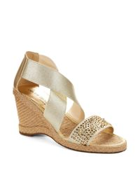 Andre Assous | Metallic Dalton Wedge Sandals | Lyst