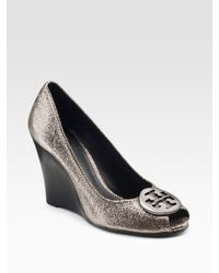 Tory Burch | Metallic Julianne Foil-detail Leather Wedge Pumps | Lyst