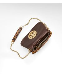 Tory Burch - Brown Ainsley Logo Patent Leather Convertible Clutch - Lyst