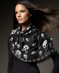 Alexander McQueen | Gray Classic Pashmina Skull Scarf | Lyst