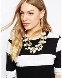 Oasis - Natural Oversize Faux Pearl Flower Necklace - Lyst