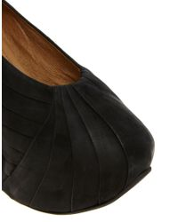 Minimarket - Black Wedged Pleat Pumps - Lyst