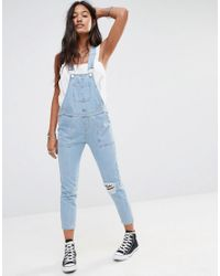 66199488742e3 Boohoo Ripped Knee Denim Dungarees - Light Blue in Blue - Lyst