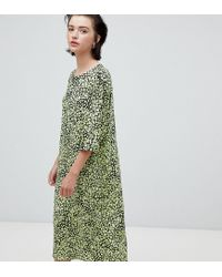 a35882e515 Weekday Floral Bell Sleeve Midi Dress In Floral Print in Green - Lyst