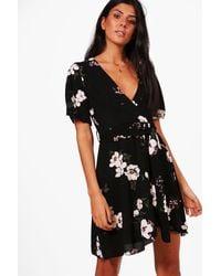 8ccdd7111b26 Boohoo Floral Ruffle Tea Dress in Black - Lyst
