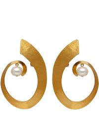 Herve Van Der Straeten | Metallic Goldplated Pearl Swirl Clipon Earrings | Lyst