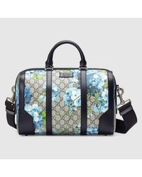 ee267cfdfcab Gucci GG Blooms Canvas Duffle Bag in Blue - Lyst