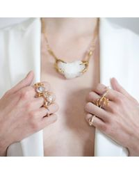 Tessa Metcalfe - Metallic The Pearl Of London With Gold Nails - Lyst