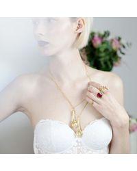 Tessa Metcalfe - Metallic Gold Pigeon Foot Pendant - Lyst