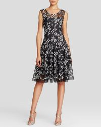 Vera Wang Dress - Floral Lace Motif black - Lyst