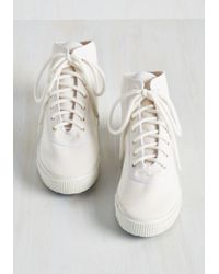 Startas - Sporty Favors The Bold Hi-top Sneaker In White - Lyst