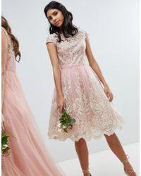Chi Chi London Premium Midi-jurk Met Kant En Bardot Halslijn - Roze